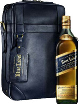 Johnnie Walker Blue Label White Shark Caddy Bag 2010 - Johnnie Walker Blue Label Shark Caddy Bag with 700 ml. and 40 % volume from Scotland.   The Johnnie Walker Blue Label is a Set with a Johnnie Walker Blue Label bottles 700 ml. and 40 % Vol. and a leat...
