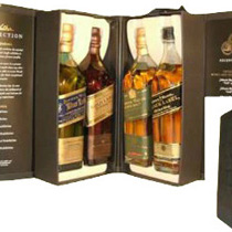 Johnnie+Walker+The+Collection+Lederw%FCrfel+4+x+200+ml. - Johnnie Walker The Collection Cubus with  4 x 200 ml. bottles in a leather box. Each bottle contains 200 ml.   The Johnnie Walker Cube consists of the superb Johnnie Walker Blue, Johnnie Walker Green,...